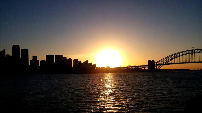 Coucher de soleil sur le Harbour Bridge à Sydney . Crédit Photo : Gaëtan Le Guennec