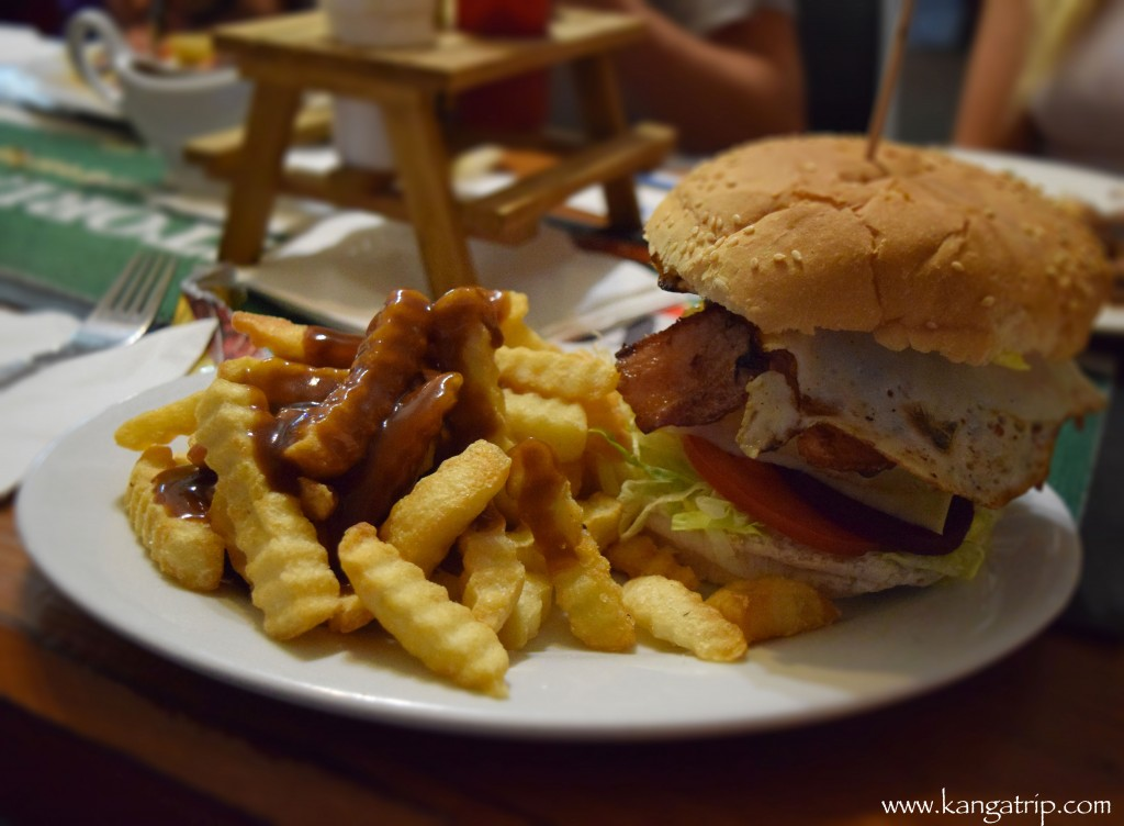 Aussie Burger with bbq sauce of course !
