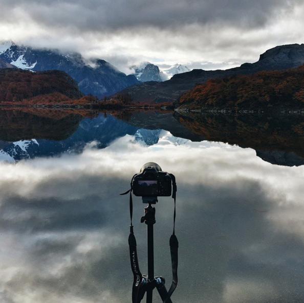 Un appareil photo devant un paysage au Chili pour un PVT
