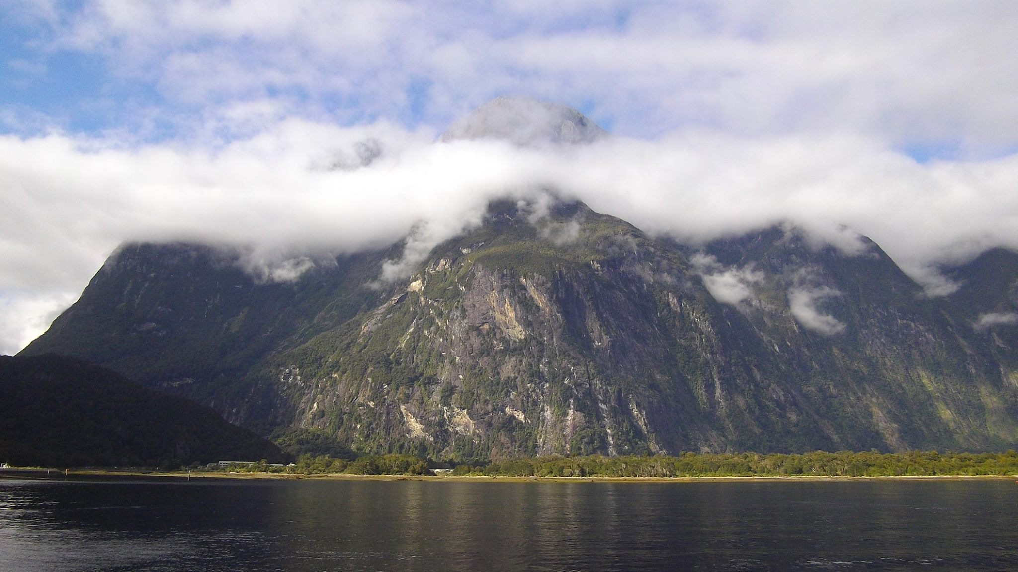 milford sound fjord nz road-trip