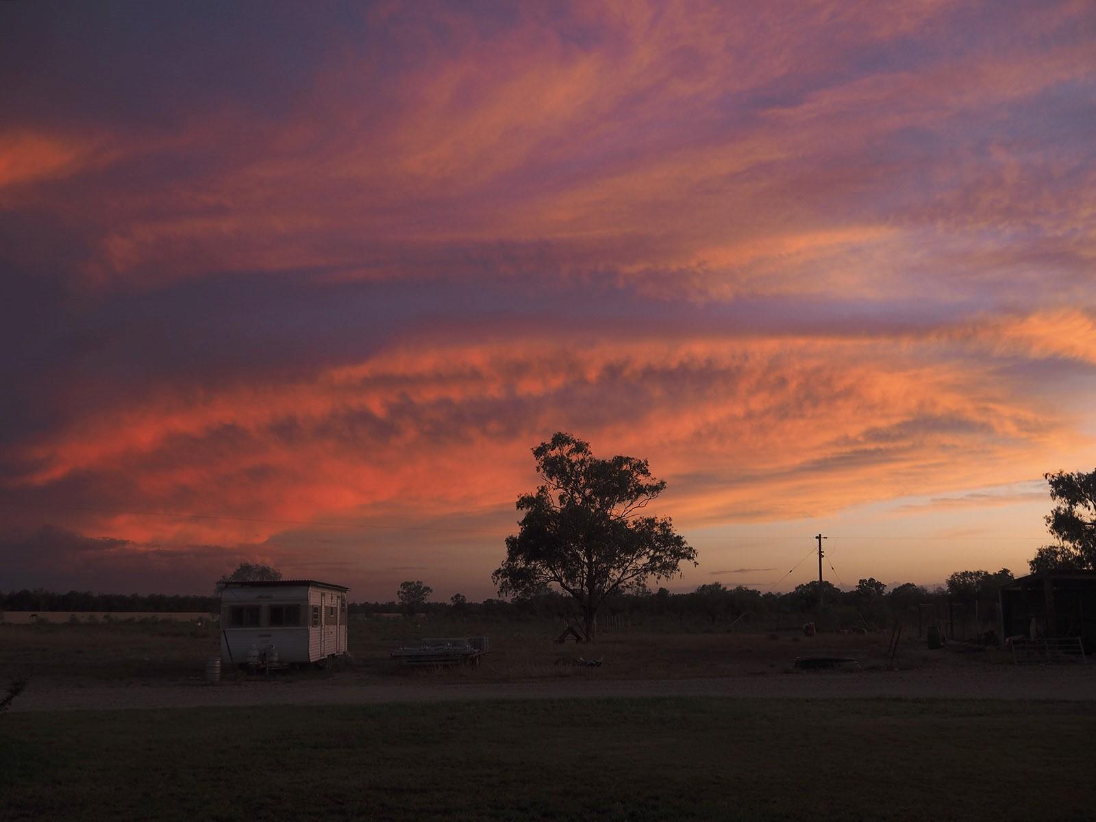 coucher de soleil outback australien