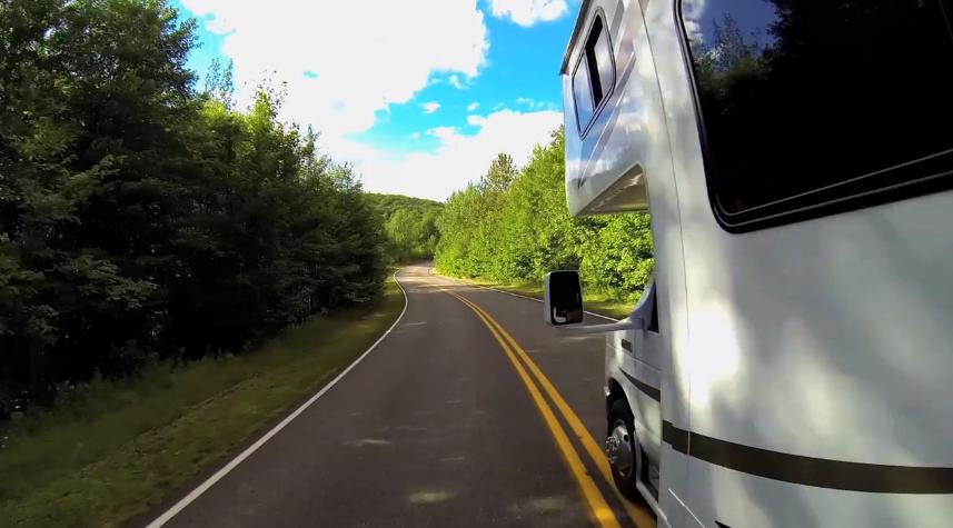 en camping car sur les routes du quebec