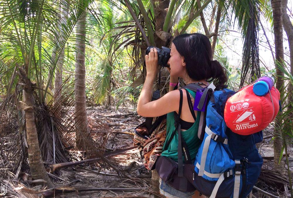 amelie dans le parc tayrona en colombie