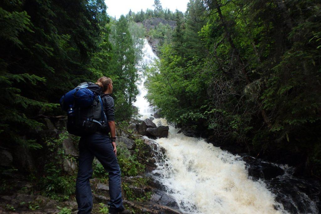 chute d'eau dans la nature quebecoise