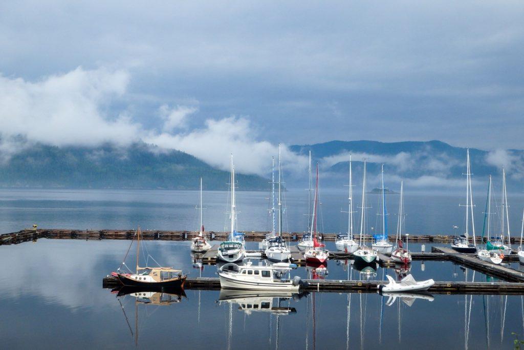 bateaux dans une marina au Quebec