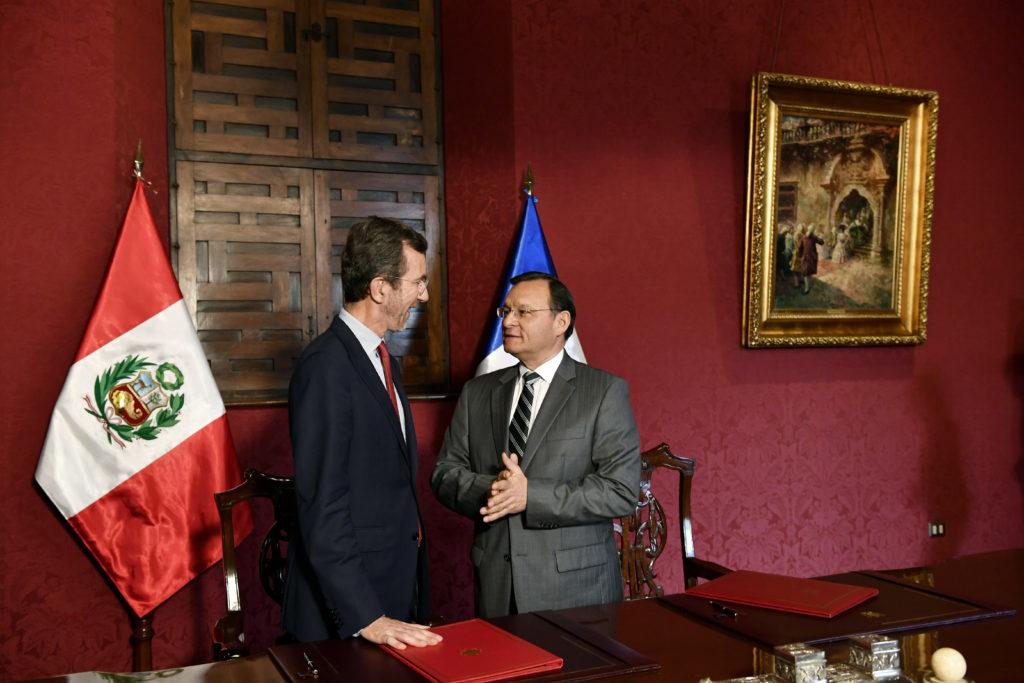 signature du PVT Pérou